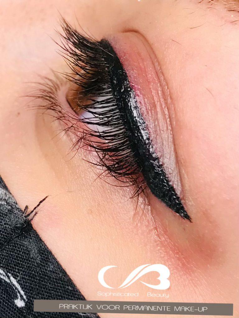 Extra advanced eyeliner (b)